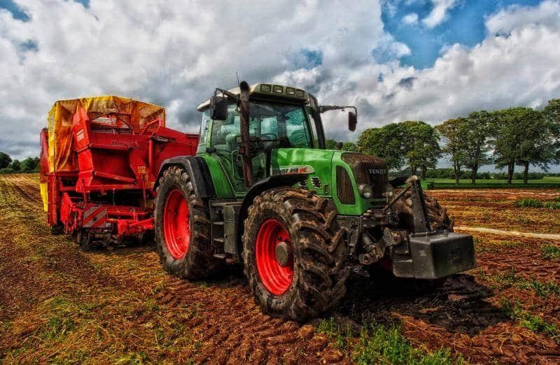 tractor-grain-mixer-rural