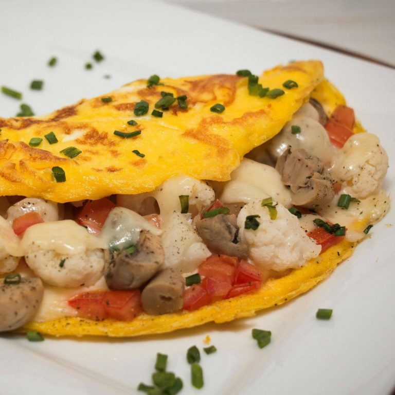 garlic-mushroom-and-dilled-cauliflower-omelet